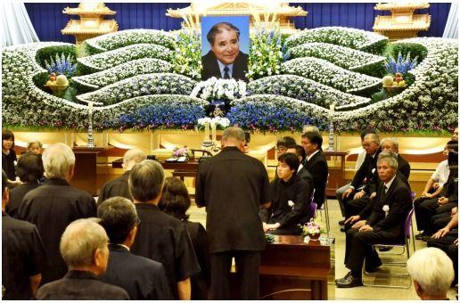 戦後沖縄そのもの」 上原康助さん告別式、1300人冥福祈る - 琉球 ...