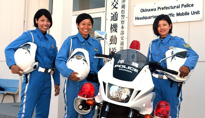 白バイ女性、日々奮闘 沖縄県警3...