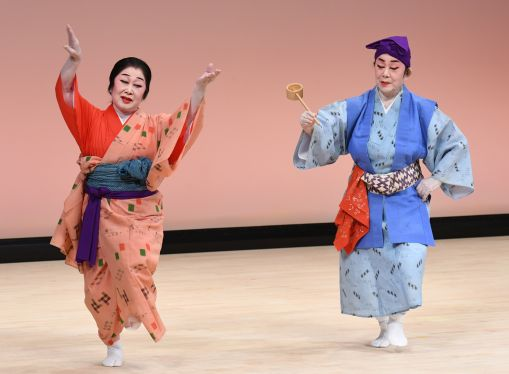 琉舞保持者、つなぐ至芸 「大琉球浪漫」42人共演