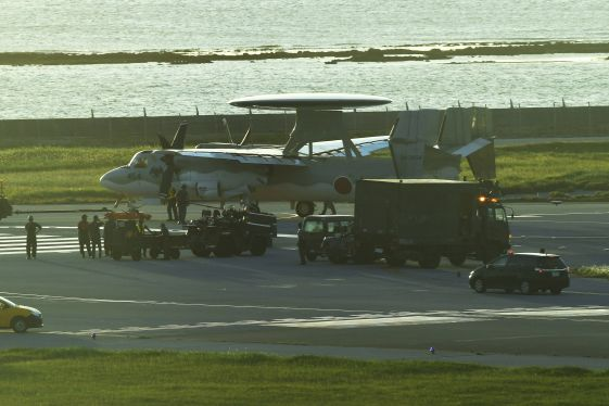 空自機パンク、滑走路閉鎖 那覇空港 46便影響