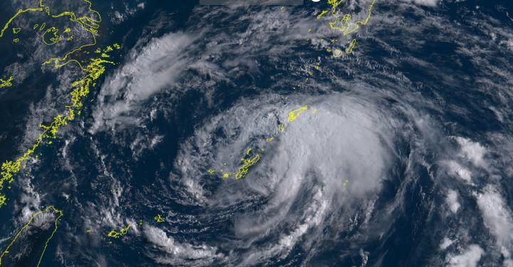 台風であたふた 休業一転、急ぎ開店も