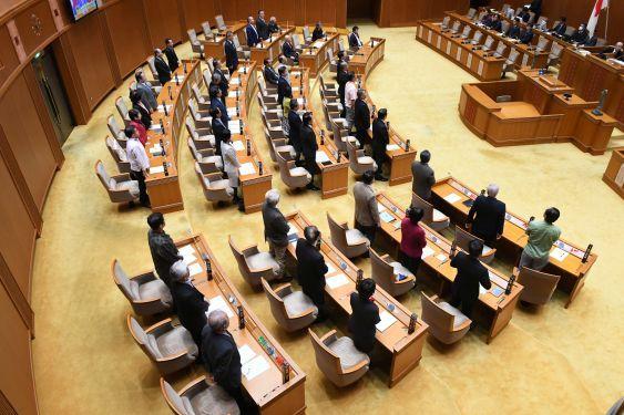 県民投票3択可決 県議会、全会一致ならず 条例改正 自民反対5、一部 ...