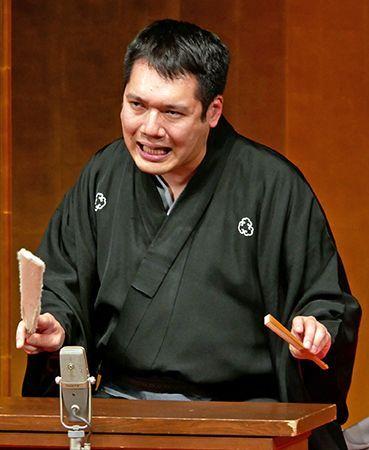 話芸巧みに観客を圧倒 琉球旅成...
