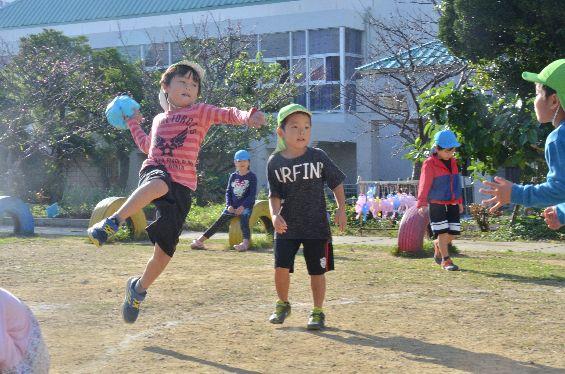 ハンド王国で幼稚園児が自主練 プロ顔負けプレー
