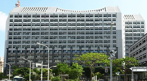 沖縄県庁、出入り口を2カ所に制限 訪問者に検温実施 - 琉球新報 ...