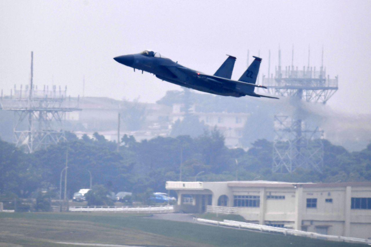 部品落下の米軍機は嘉手納所属 翌日も同型機が離着陸 - 琉球新報 ...