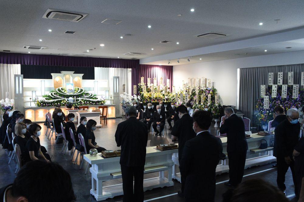大城立裕さんに最後の別れ 浦添で告別式