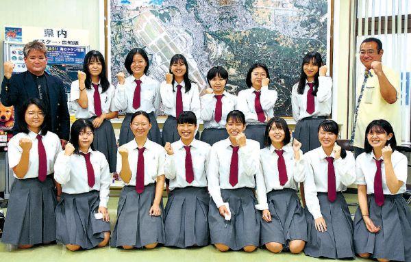 沖縄の女子高生が道の駅応援 嘉手納高の14人 商品開発、催し企画も