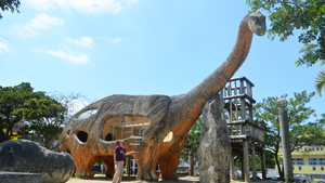 住宅街に恐竜現る! 具志宮城東公園