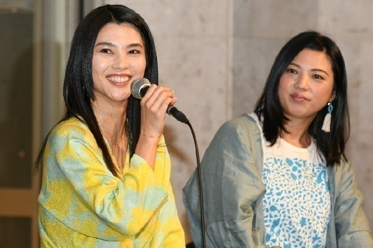 仲宗根梨乃さん(左)と呉屋由希乃さん