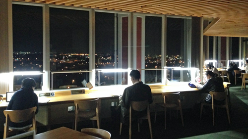 夜景と読書、満喫 「夜の図書館」今月中の金曜夜開館 - 琉球新報 ...