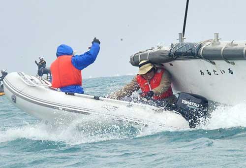 辺野古沖、海保艇が男性に追突 ...